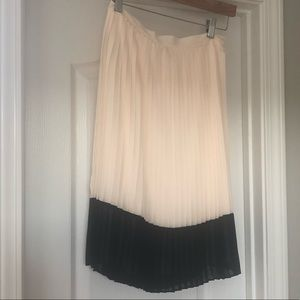 Cream and black pleated skirt Size XS